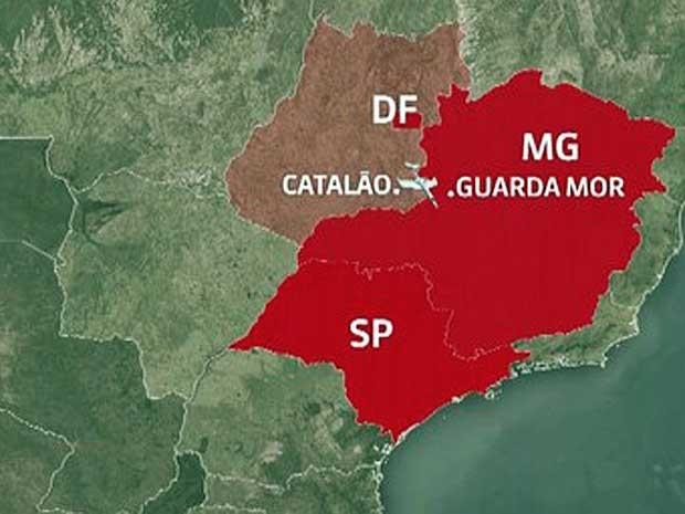 Avião de pequeno porte cai entre MG e GO (Foto: Reprodução / GloboNews)