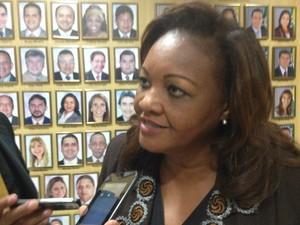 Deputada Cristina Almeida é autora do projeto de lei (Foto: Abinoan Santiago/G1)