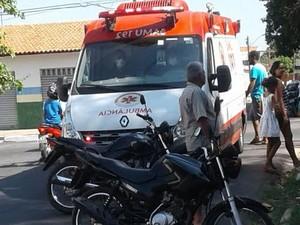 Assaltante baleado foi levado para o HUT por uma ambulância do Samu (Foto: Polícia Militar/Divulgação)