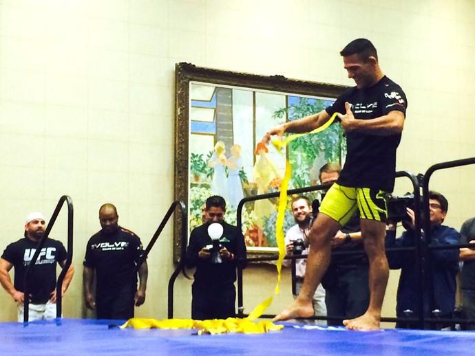Rafael dos Anjos treino aberto ufc 185 (Foto: Marcelo Russio)