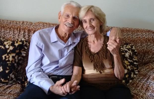 Epifânio e Coracy Viúvos, idosos de 94 e 78 anos se casam após noivado no 1º encontro em Goiás (Foto: Sílvio Túlio/G1)