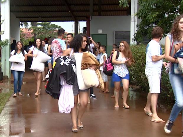 Alunos de escola em Artur Nogueira desocupam unidade (Foto: Reprodução / EPTV)