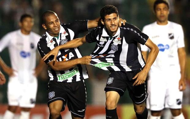 Maylson comemora gol do Figueirense contra o ABC (Foto: Cristiano Andujar / Futura Press)