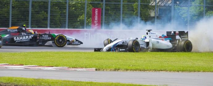 Felipe Massa e Sergio Pérez batendo na última volta do GP do Canadá (Foto: EFE)