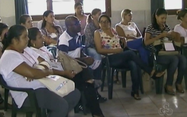 Mulheres se reúnem em Cruzeiro do Sul, interior do Acre (Foto: Reprodução Tv Acre)
