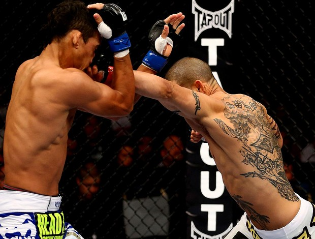 UFC 152 Charles do bronx oliveira Cub Swanson (Foto: Agência Getty Images)