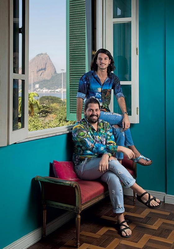 Os reis da estamparia tropical, Patrick Doering e Thomaz Azulay, da The Paradise (Foto: Ana Branco/Agência O Globo,)