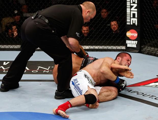 UFC 154 Azamat Gashimov Ivan Menjivar (Foto: Agência Getty Images)