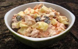 Salpicão de frango defumado com cenoura, milho, maionese e palmito