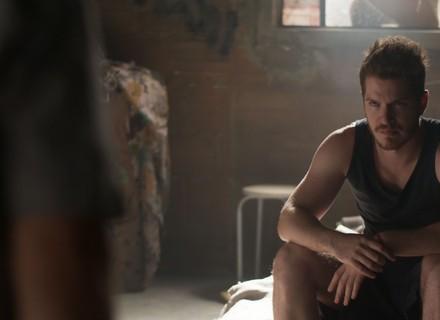 Alex quer forjar a própria morte para acabar com a vida de Júlia