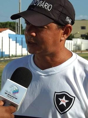 Valdomiro Ferreira, técnico do Ferroviário (Foto: Renné Fontenele)