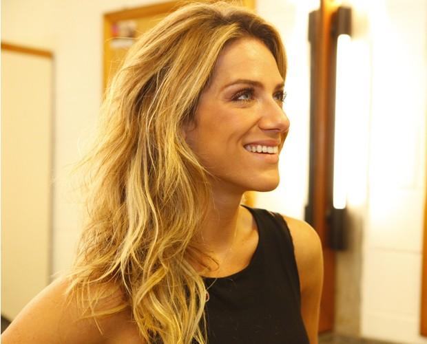 Feliz com a cor do cabelo, Giovanna é fiel ao seu cabeleireiro (Foto: Domingão do Faustão / TV Globo)