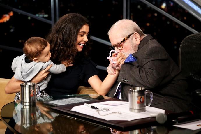 Sophie Charlotte e Otto recebem o carinho de Jô Soares (Foto: Rodrigo Peixoto/Gshow)