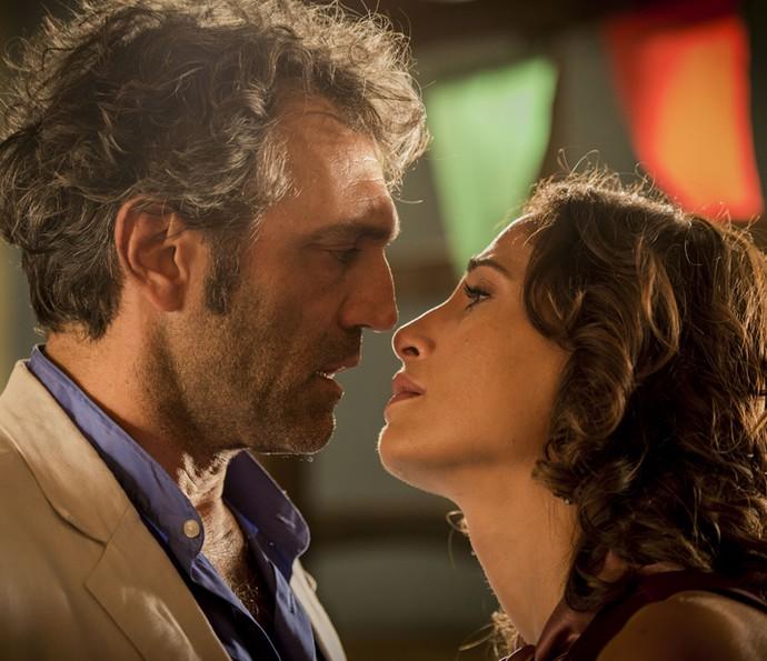 Santo e Tereza discutem (Foto: Caiuá Franco/ Globo)