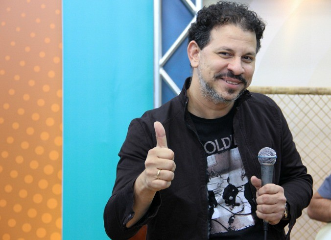 Cláudio Neder é vocalista da banda Sun 7 (Foto: Katiúscia Monteiro/ Rede Amazônica)