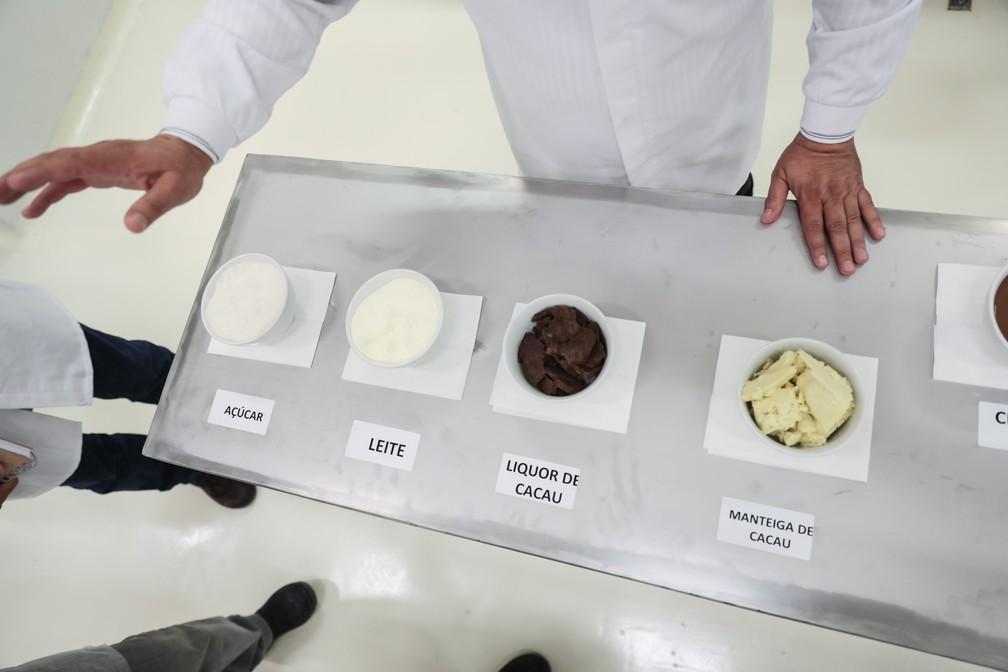 Matérias-primas usadas na fabricação do chocolate: açúcar, leite, liquor de cacau e manteiga de cacau (Foto: Fábio Tito/G1)