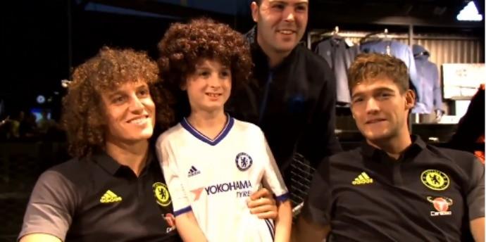 BLOG: Em boa fase, David Luiz participa de tarde de autógrafos com fãs do Chelsea