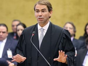O advogado José Luís de Oliveira Lima, durante defesa de José Dirceu no julgamento do mensalão (Foto: Nelson Jr./SCO/STF)
