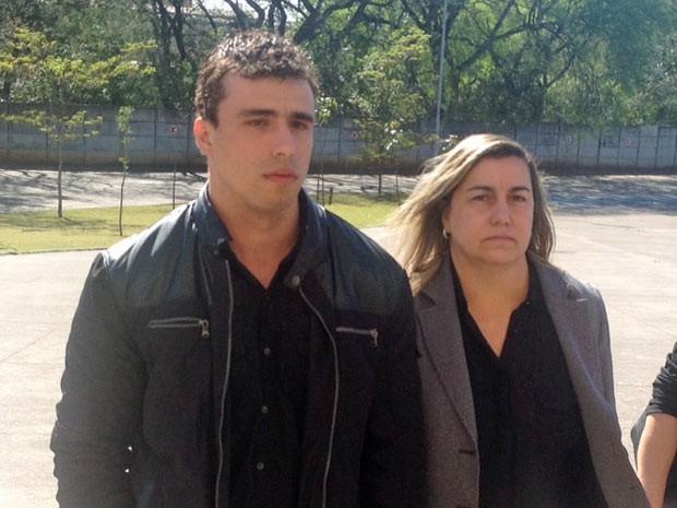 Vinícius e Giselma chegam ao fórum para o quarto dia de julgamento (Foto: Tatiana Santiago/G1)
