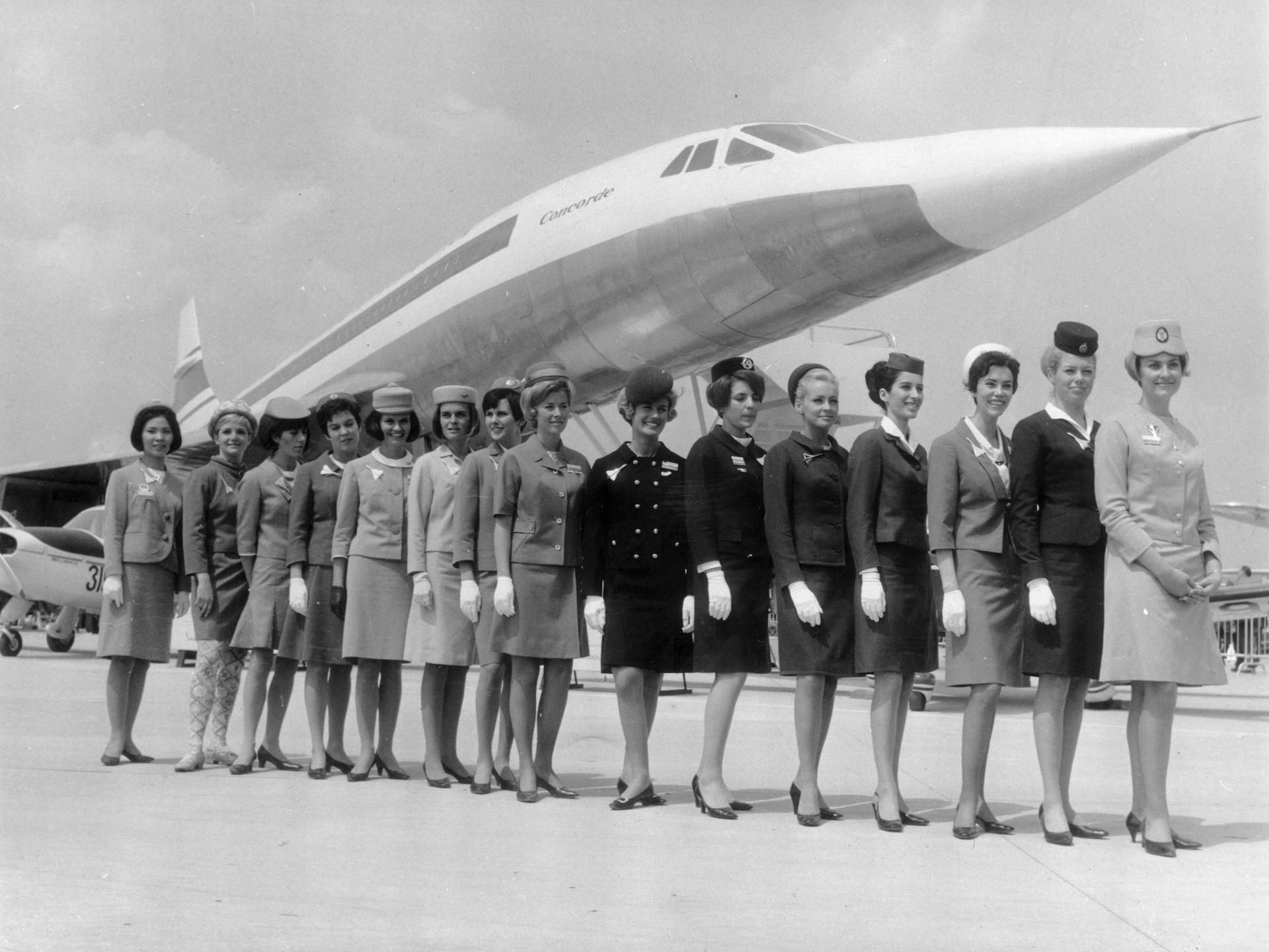 Comissárias de bordo de diferentes linhas aéreas