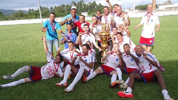 Com a vitória, a equipe do Unidos Santa Tereza garantiu o título (Foto: Divulgação)