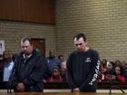 Homens continuarão presos na África do Sul por colocar negro em caixão