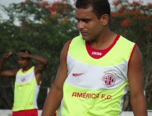 Renatinho Potiguar, lateral-esquerdo do América-RN (Foto: Tiago Menezes)