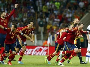 VALE Seleção espanhola  (Foto: Kai Pfaffenbach/Reuters)