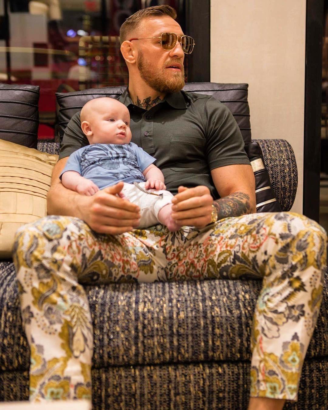 Conor McGregor e o filho (Foto: Reprodução/Instagram)