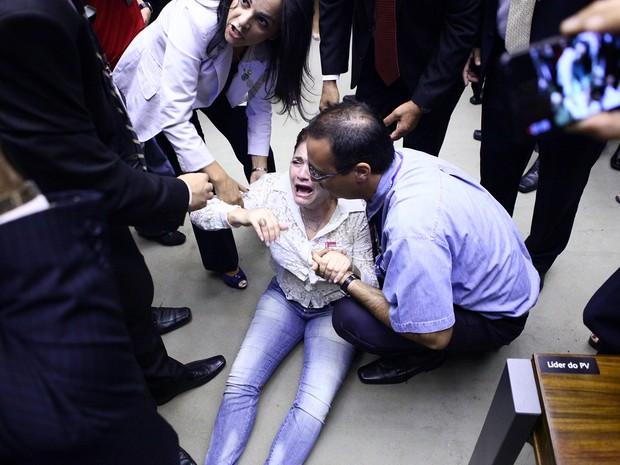 A Câmara suspendeu nesta terça-feira (1º) solenidade em plenário para lembrar os 50 anos do golpe militar depois de tumulto envolvendo grupos contrário e favoráveis a atuação dos militares (Foto: Antonio Augusto / Câmara dos Deputados)