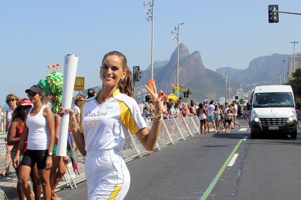 Izabel Goulart (Foto: Wallace Barbosa e J Humberto/ Ag. News)