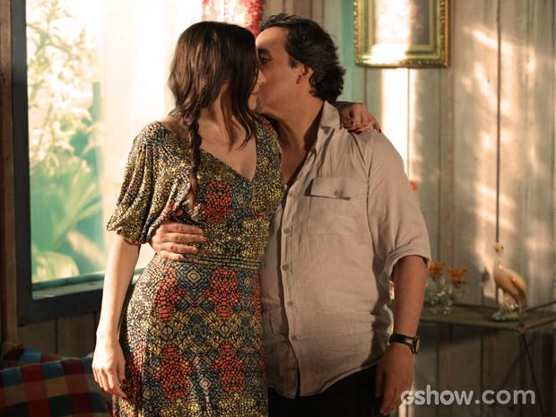Apaixonado, Jorge adora a ideia da amada! (Foto: Fábio Rocha/TV Globo)