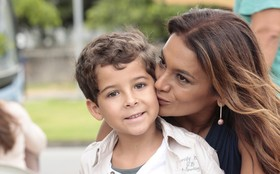 Dira Paes é só carinho com Luiz Felipe Mello nos bastidores de Salve Jorge
