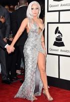 Ousadas! Famosas apostam em looks decotadíssimos no Grammy