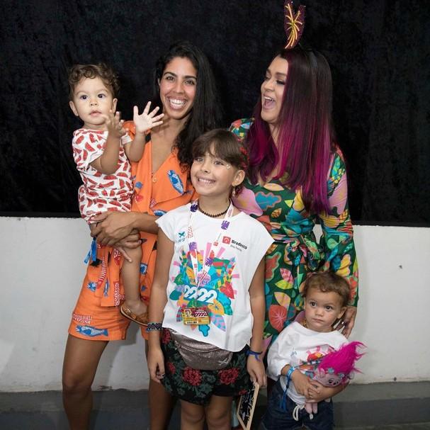 Preta Gil posa com a irmã Bela, sobrinhos e neta (Foto: Instagram/Reprodução)