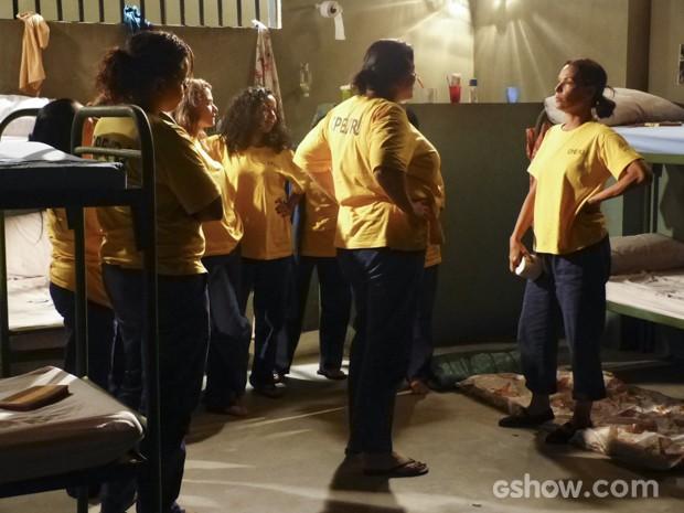 Tereza decara arruma uma inimizade na cadeia (Foto: Além do Horizonte/TV Globo)