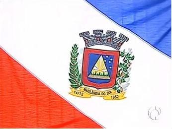 Prefeito alega que cor verde está presente na bandeira de Marilândia do Sul (Foto: Reprodução/RPCTV)
