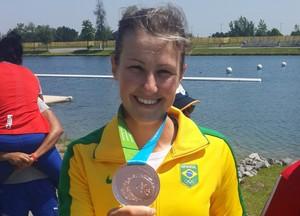 Ana Paula Vergutz é a primeira medalhista do Brasil na canoagem (Foto: GloboEsporte.com)