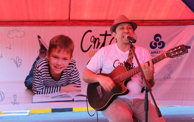 João Roberto Pereira Lima é a atração musical (Foto: Gisa Almeida/ Rede Amazônica)