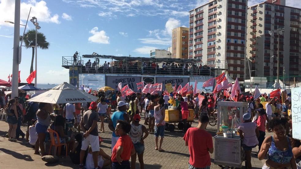 Ato é realizado no Farol da Barra (Foto: Maiana Belo/G1 Bahia)
