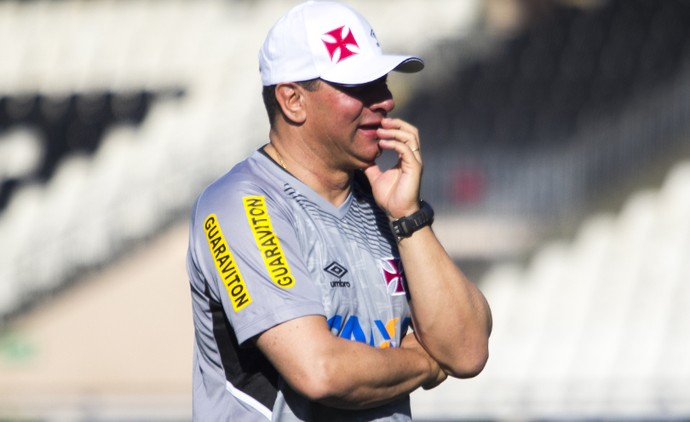 Celso Roth treino Vasco (Foto: Paulo Fernandes/Vasco.com.br)