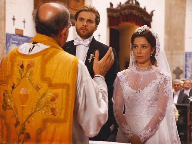 Laura e Edgar se casam (Foto: Lado a Lado/TV Globo)