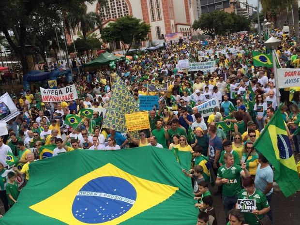Manifestantes foram às ruas em Chapecó (Foto: Divulgação)