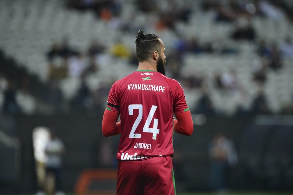 Jandrei sofreu apenas três gols desde sua estreia na Chape (Foto: Marcos Ribolli)