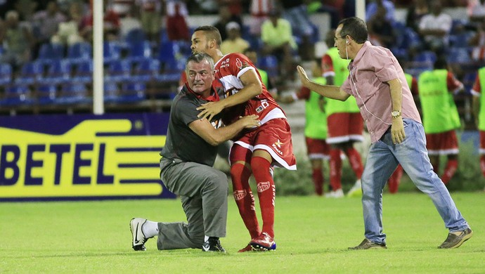Após começo atrás, CRB mudou panorama no jogo (Foto: Ailton Cruz/ Gazeta de Alagoas)
