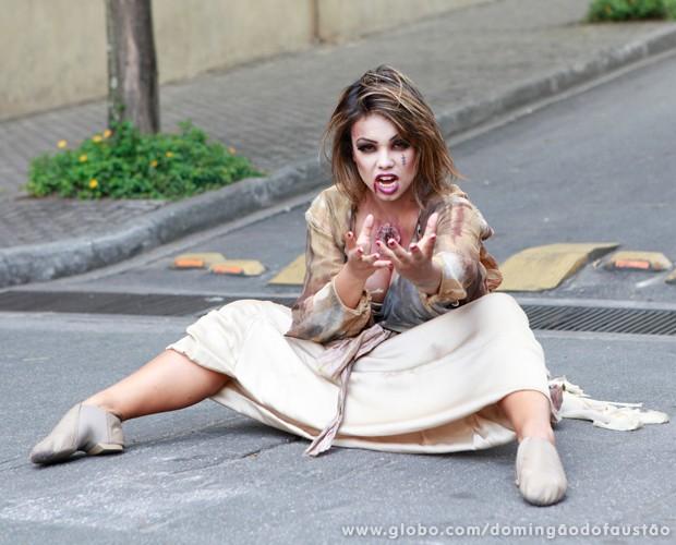 Renata Roseno faz pose assustadora para a câmera (Foto: Ellen Soares / TV Globo)