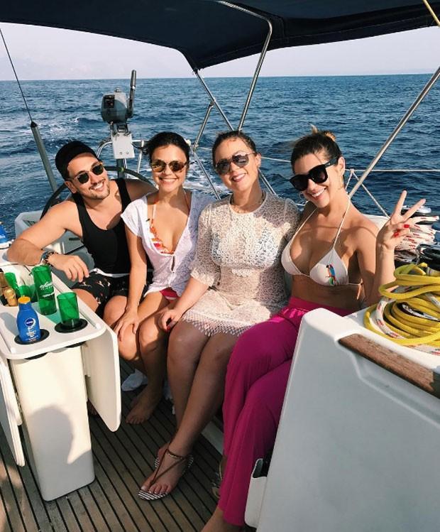 Lucas Estevam, Bruna Louise, Cacau e Vivian Amorim (Foto: Reprodução)