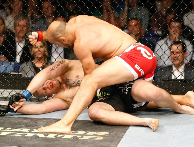 Ilir Latifi x Chris Dempsey - UFC Dublin (Foto: Getty Images)