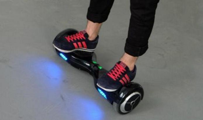 Assim como em um skate, usuários devem ter alguns cuidados com hoverboard (Foto: Divulgação/BlueAirBoard)