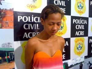 Deolinda da Silva Batista, de 19 anos foi presa com 33 quilos de maconha (Foto: Rayssa Natani / G1)